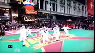 "2014 Macy's Thanksgiving Day Parade opening ""On The Town"""