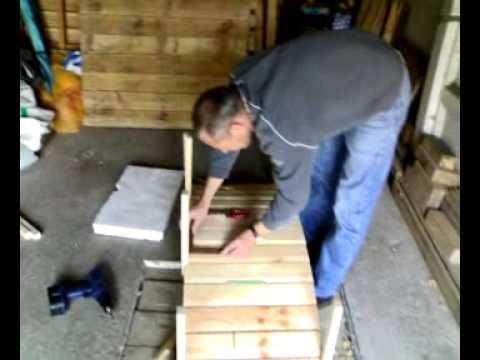 Pont en bois pour bassin de jardin youtube for Moulin en bois pour jardin