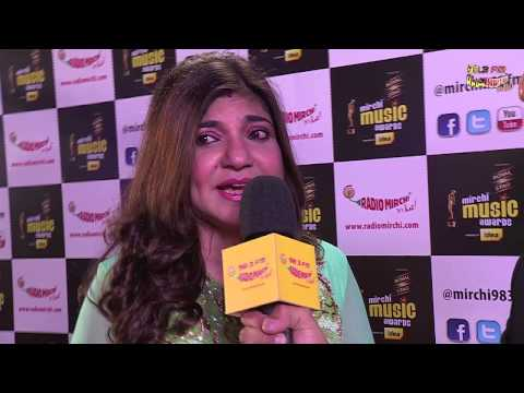 Alka Yagnik sings Ghunghat Ki Aad Se at the #MMAWARDS RED CARPET...
