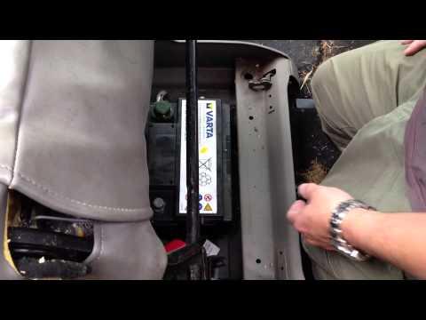 Citroen Xsara Picasso battery Removal & Refitting