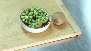 How to Carve a Kiwi Into a Flower : Fruit Cutting Tips