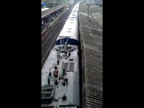Paschim Express With Wap-7 Navgati  Dic video