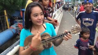 Download Lagu kumpulan melodi jalana dari yanti si pengamen jalanan cantik mempesona Gratis STAFABAND