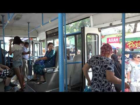 В Чимкенте (каз. Шымкент) кондукторы выкрикивают остановки / Public transport in Shymkent