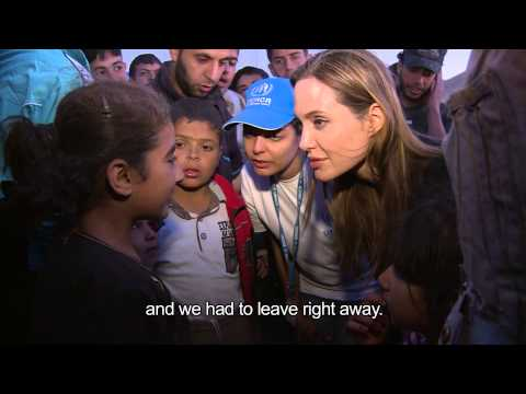 Jordan: Angelina Jolie meets Syrian Refugees at Border