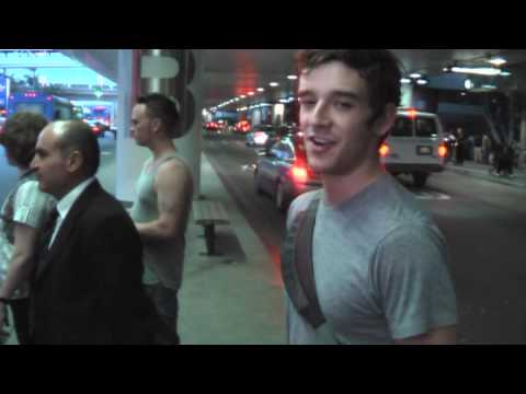 Michael Urie arrives LAX. Video