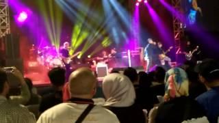 download lagu Dewa 19-sedang Ingin Bercinta Live At Gedung Sultan Suriansyah gratis