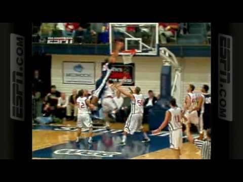 Elias Harris (Gonzaga) dunks on Matthew Dellavedova (St Mary's)