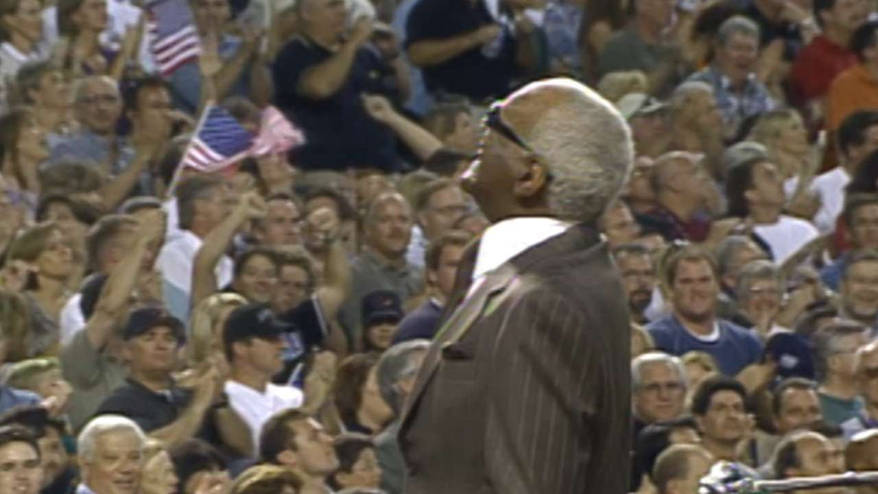 2001 WS Gm2: Charles performs prior to the game