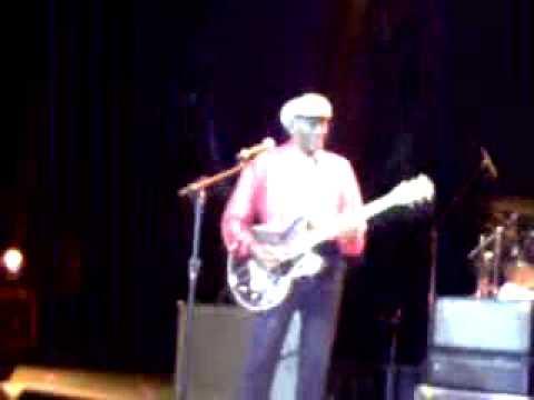 CHUCK BERRY LIVE IN PORTO ALEGRE 2009 JOHNNY B GOODE DUCKWALK