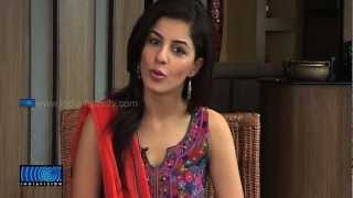 Thattathin Marayathu - Isha Talwar About Her First Malayalam Movie Thattathin Marayathu