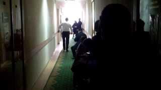 Președintele instanței aprinde lumina pe coridoare
