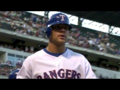 PHI@TEX: Chris Davis hits his first homer in Majors