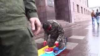 S-a spălat cu sînge în fața sediului FSB