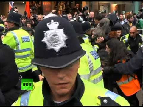 'No Cuts!' Video of UK police clashing with anti-austerity protesters