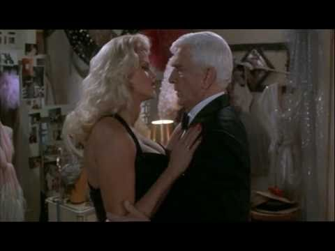 Anna Nicole Smith En Naked Gun 3 video