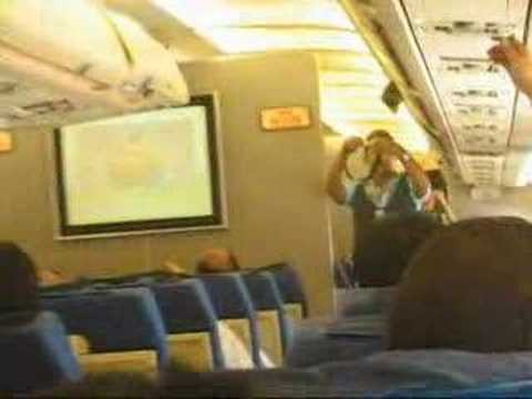 A l 39 int rieure de l 39 avion youtube for Avion jetairfly interieur