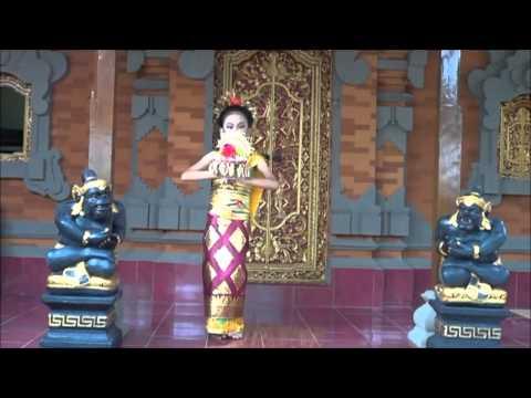 Tari Pendet Shakira performance Pendet Balinese Dance