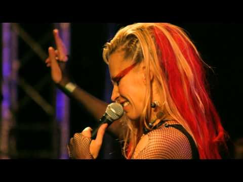 Anna And The Barbies Feat. Kardos-Horváth Janó - Ünnepélyesen Fogadom - Live @ ZP [4] [HD]
