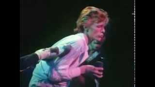 Watch David Bowie Cracked Actor video