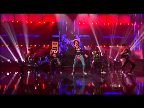 Party Rock Anthem/Sexy And I Know It (With Keenan Cahill, LMFAO, Justin Bieber & David Hasselhoff) klip izle