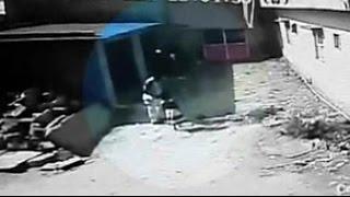 ඉන්දීය දැරියක දූෂණය කර මරා දැමු නරුමයෙකු CCTV කැමරාවේ සටහන් වී ඇති අයුරු CCTV shows Bangalore child