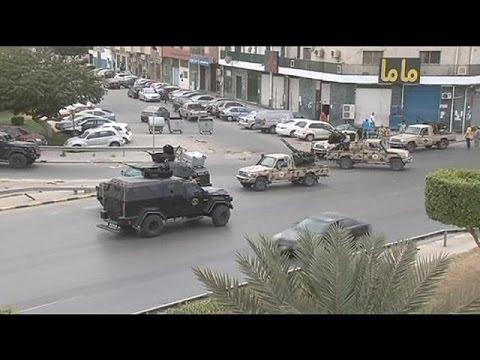 Milicias contrarias al gobierno asaltan el Parlamento libio