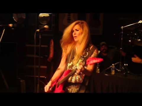 "Lita Ford - ""Relentless"" & ""Hungry"" - LIVE"