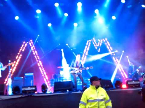 'Mad Sounds'- new song by Arctic Monkeys at NorthSide 2013