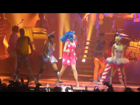 Katy Perry - Hot N' Cold & Last Friday Night (t.g.i.f.) Live  Zénith Paris 07 03 2011 video