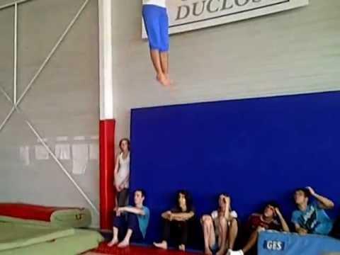 Triple salto arriere gym