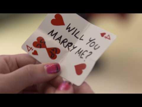 Le propuso matrimonio con un truco de magia que se volvió furor en las redes sociales