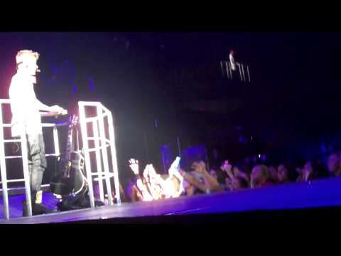 Justin Bieber Singing Favorite Girl-believe Tour video