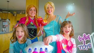 Anna helps ELSA teach Kate & Lilly about GIVING with MAGIC Hatchimals!!
