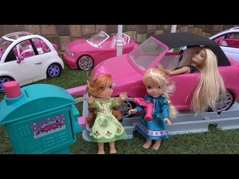 Elsa and Anna toddlers car wash with Barbie, Chelsea & her friends