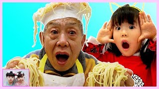What is the taste of spaghetti made by my grandfather? 할아버지는 요리사? 유니의 뽀로로 떡볶이 요리 주방놀이 Pororo Noodle