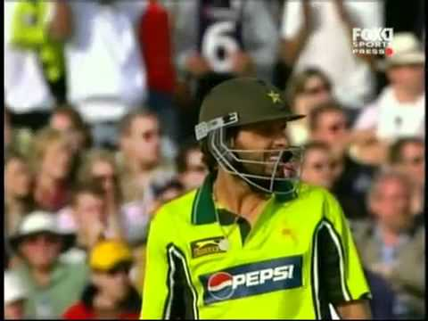 Shahid Afridi Longest Six 250 Metars video