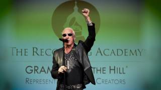 TWISTED SISTER Dee Snider - We're Not Gonna Take It (Acoustic)