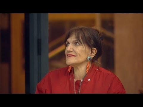 """בבגדים הודיים ואקורדיון: קבלו את המיטב של נרי ליבנה, """"הגרציה"""" של הבית"""