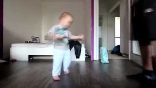 Baby dancing with her ​​dad breackdance