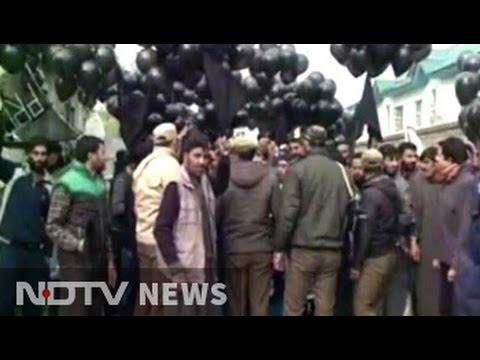 Ahead of PM Modi's rally in Srinagar, black balloon protest near venue