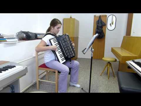 Markéta Podolová - Hra Na Akordeon