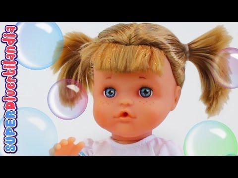 Nenuco hace pompas de jabón! Muñeco bebé en Divertilandia con Andrea.
