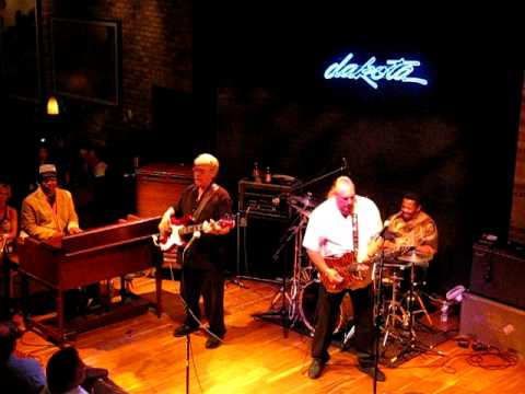 Steve Cropper explains Green Onions / Booker T&The MG's - Live, Minneapolis, MN 6/16/10