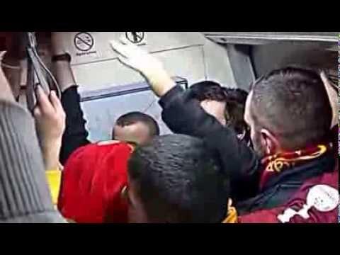 ultrAslan   Karanlk Sisli Bir zmit GecesiHerkesin Yannda Var Sevgilisi  Metro GALATASARAY  GS