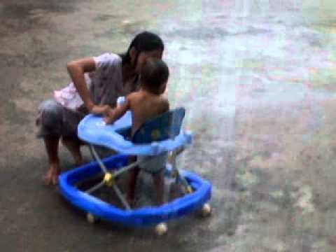 Cut Haya (mandi Hujan) video