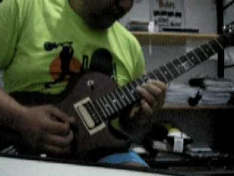 Cum On Feel The Noize (Quiet Riot) solo - performed by Vinnas
