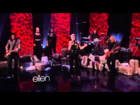 Miley Cyrus - Performs 'wrecking Ball' (on The Ellen Show) Live video