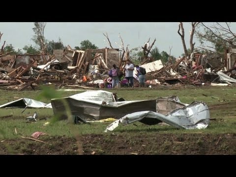 Volunteers help Oklahoma tornado survivors