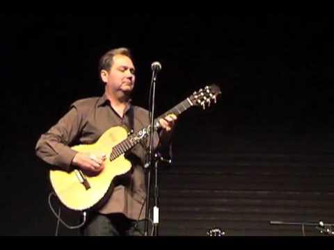 Steve Wariner Performs